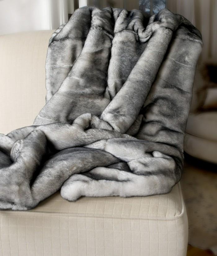 Tagesdecken-für-Betten-grau