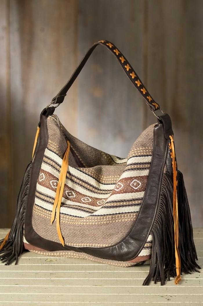 Tasche-mit-Poncho-Muster-und-Leder-Elementen