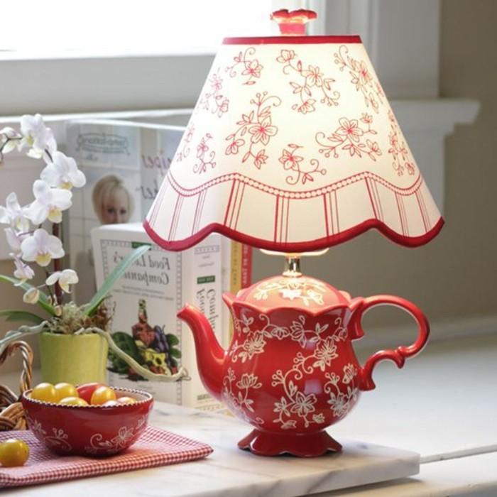 Teekanne-Lampe-mit-chinesischen-Dekorationen