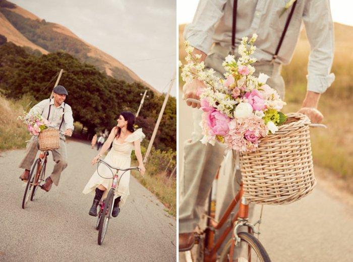 Unterhaltug-für-Liebespaare-Spaziergang-mit-vintage-Fahrrädern