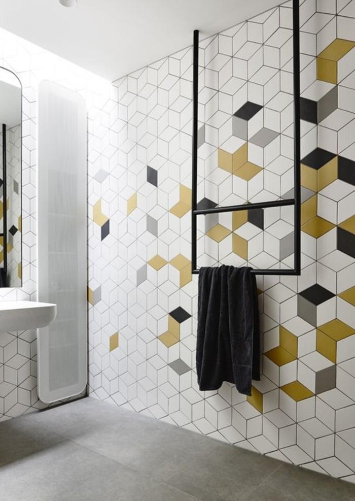 Wandfliesen-im-Badezimmer-mit-farbigen-Akzenten