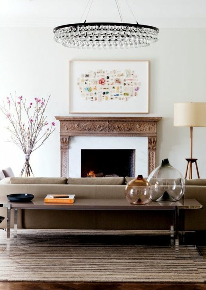 Wohnzimmer-dekorieren-couchtisch-und-kronleuchter-kristall