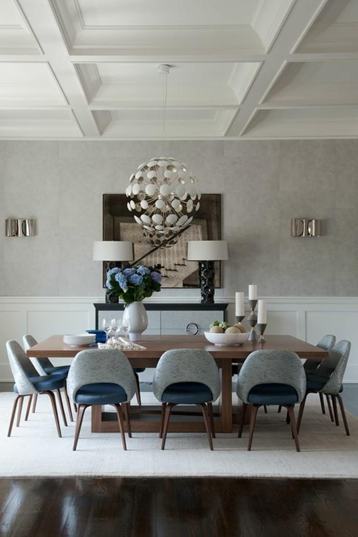 attraktive-runde-Leuchte-Sessel-mit-originellem-Design