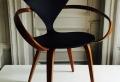 Schwarzer Stuhl – Kombination von Komfort und Stil