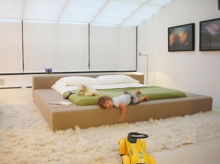 beige-farbe-bettkasten-für-polsterbett-hohe-zimmerdecke