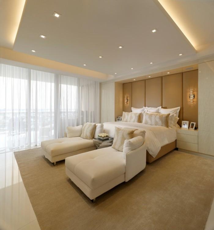 beige-schlafzimmer-gestaltung-herrliche-zimmerdecke-mit-led-beleuchtung
