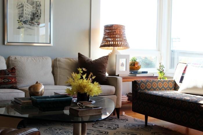 schöne wohnzimmer farbe:beige-wohnideen-fürs-wohnzimmer-stehlampe-schöne-sofas