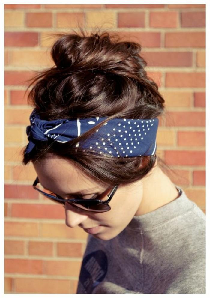blaues-Haarband-für-coole-Frisuren