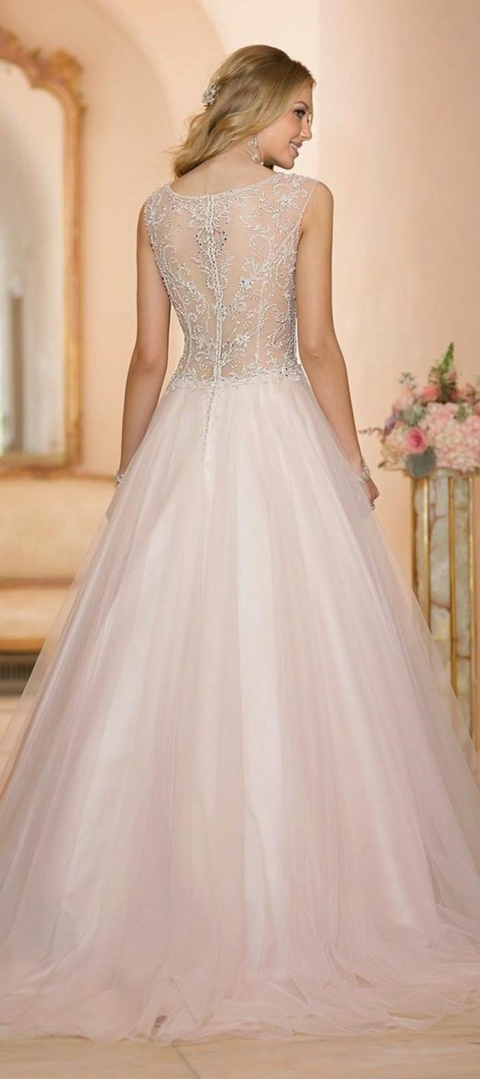 Brautkleid mit herrlichen Rüschen: schlicht und extravagant zugleich