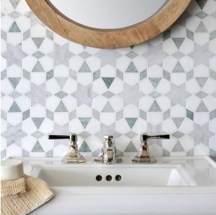 coole-Badezimmer-Fliesen-Ideen-interessante-geometrische-Formen
