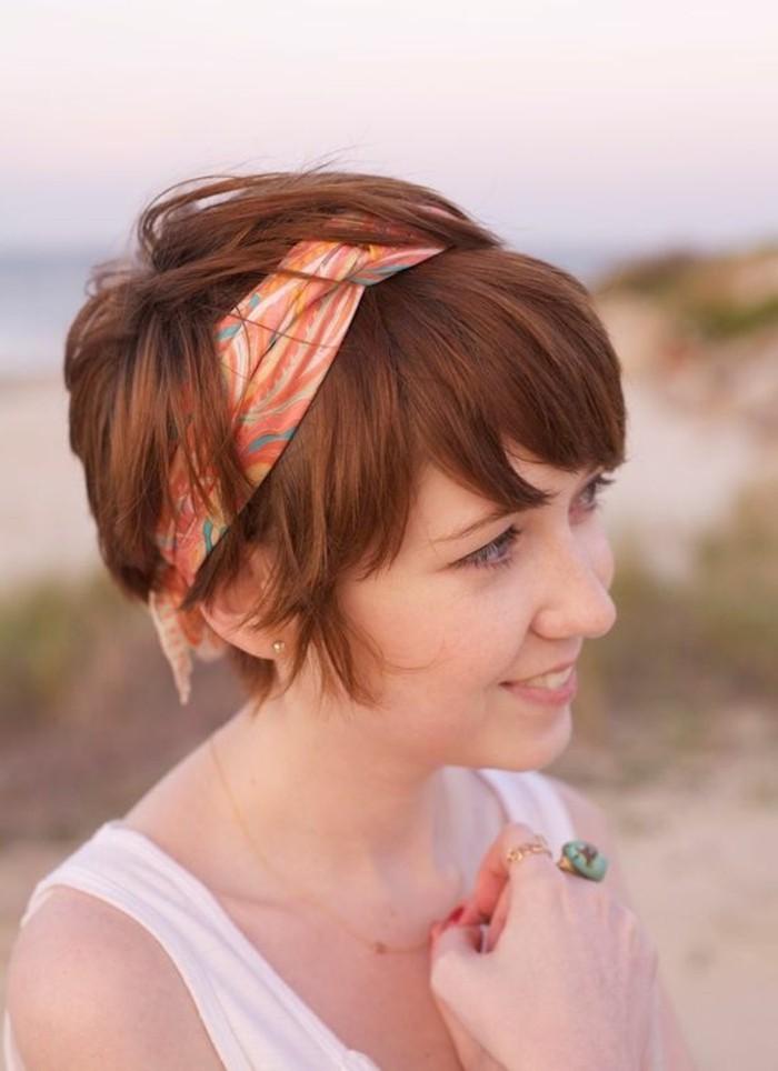 coole-Idee-für-kurze-Haare-mit-Haaraccessoire