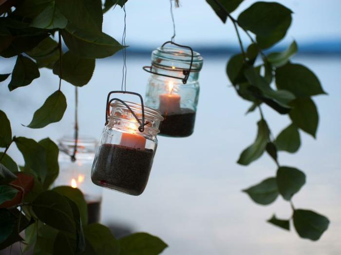 deko-bastelideen-hängende-gläser-mit-kleinen-kerzen