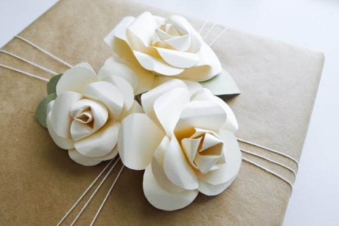 drei-weiße-rosen-bastelideen-mit-papier
