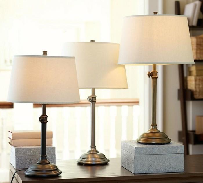 drei-wunderschöne-tischleuchten-weiße-farbe-im-schlafzimmer