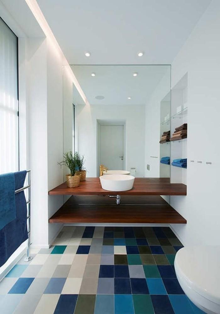 durch-die-Bodenfliesen-interessanten-visuellen-Effekt-im-Badezimmer-schaffen