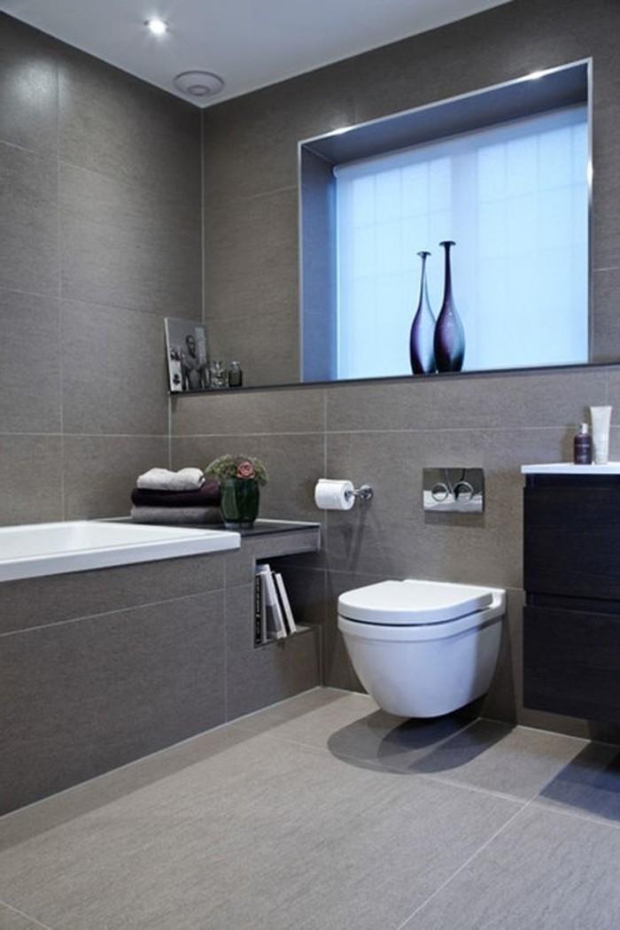 elegante-große-graue-Badezimmer-Fliesen