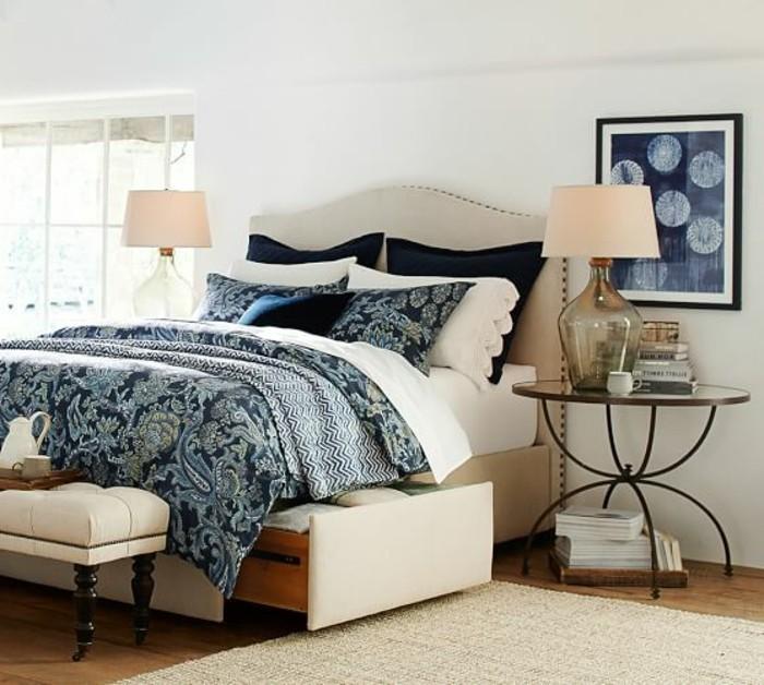 elegante-moderne-polsterbetten-mit-bettkasten-weiße-wand-dahinter