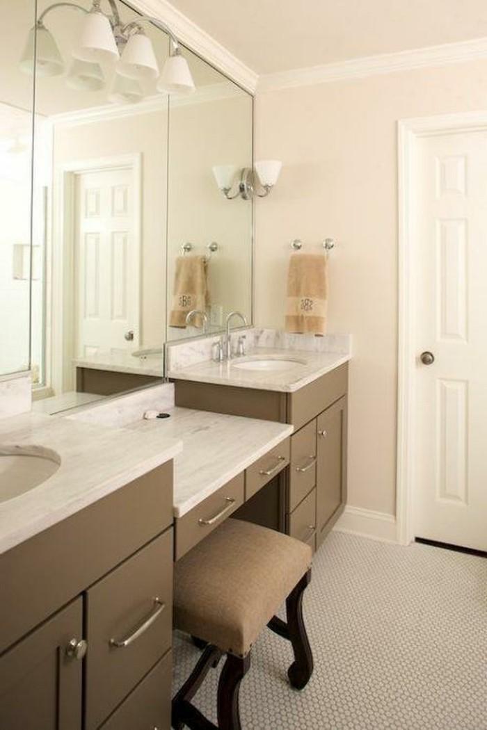 elegante-moderne-spiegel-wunderschöner-unterschrank-große-spiegel