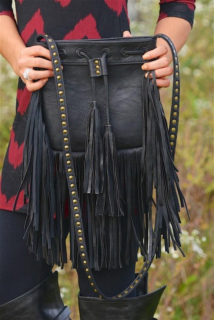 elegante-schwarze-Damentasche-mit-interessantem-Design