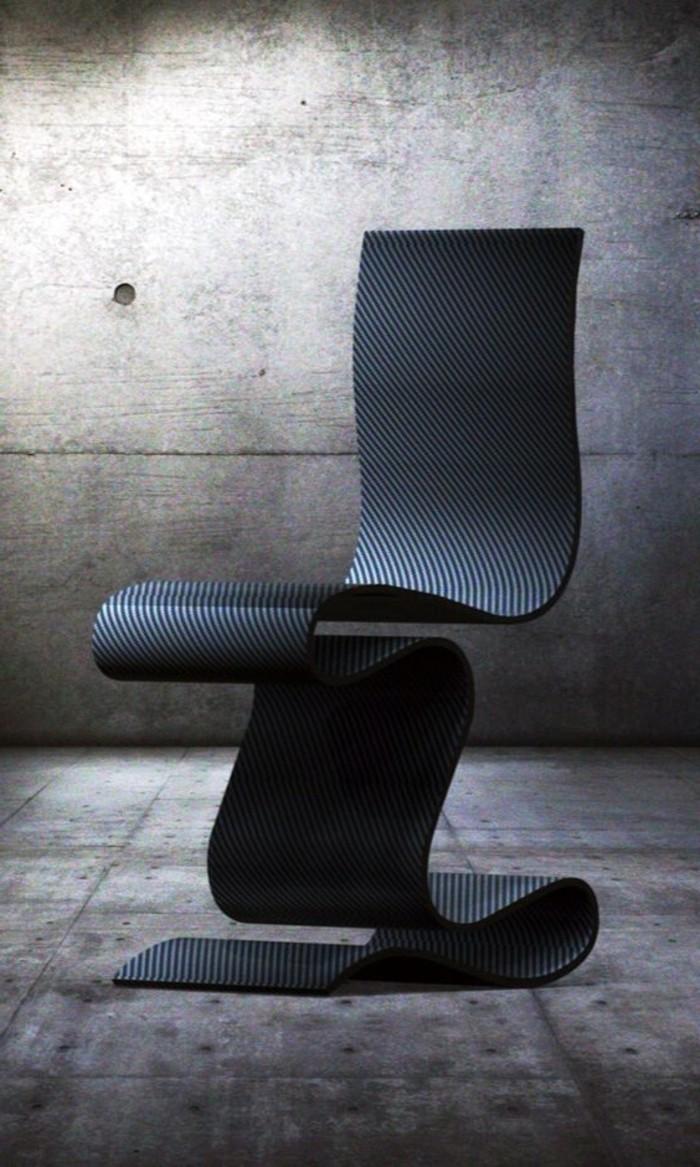 eleganter-Stuhl-in-Schwarz-mit-flexibler-Struktur