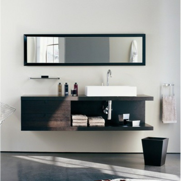 eleganter-spiegel-moderne-waschtischplatte