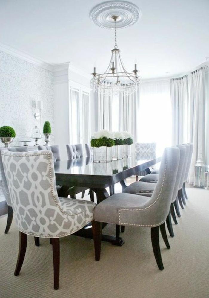 elegantes-Esszimmer-Interieur-Pflanzen-weiß-graue-Gestaltung-feine-Möbel