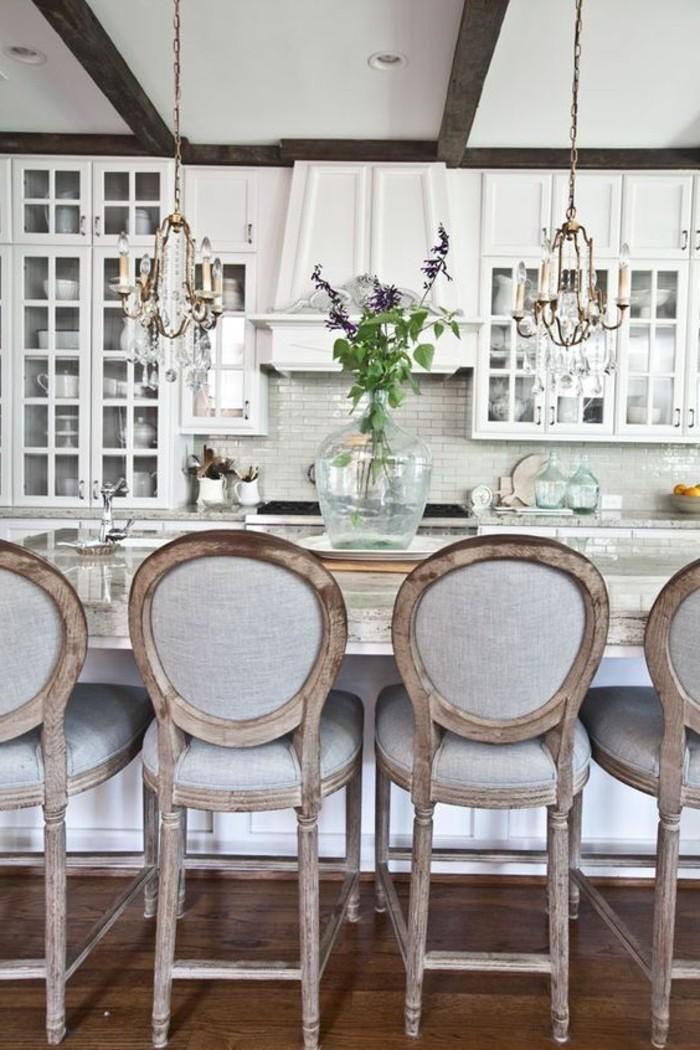 elegantes-Küchen-Interieur-stilvolle-Küchenstühle