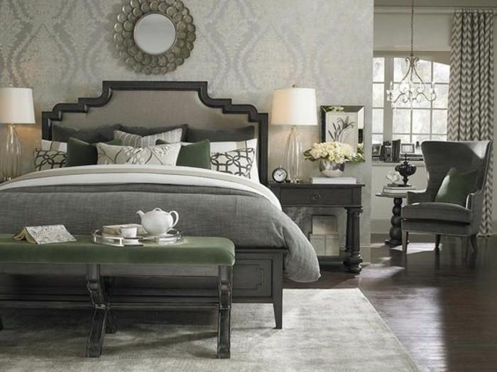 elegantes-design-polsterbett-mit-bettkasten-schöne-kissen-auf-dem-bett