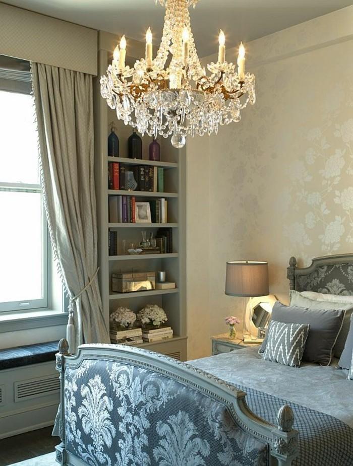 elegantes-design-vom-schlafzimme-mit-einem-herrlichen-kronleuchter
