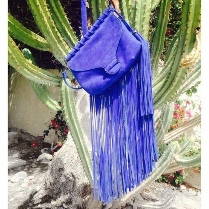 extravagante-lila-Damentasche-mit-langen-Fransen