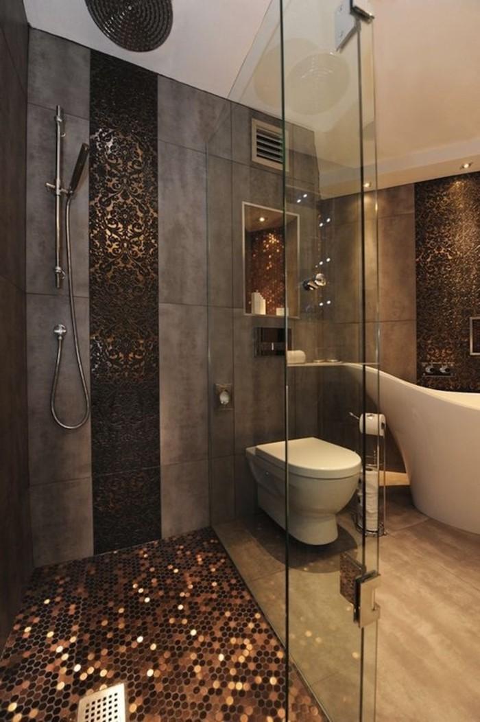 extravagantes-Badezimmer-Interieur-in-Grau-und-Braun-simple-mit-attraktiven-Badfliesen-kombinieren
