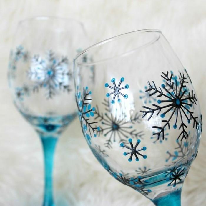 Weinglas-Dekoration-fantastische-handbemalte-Rotweingläser-mit-Wintermotiven-Schneeflocken-Zeichnungen