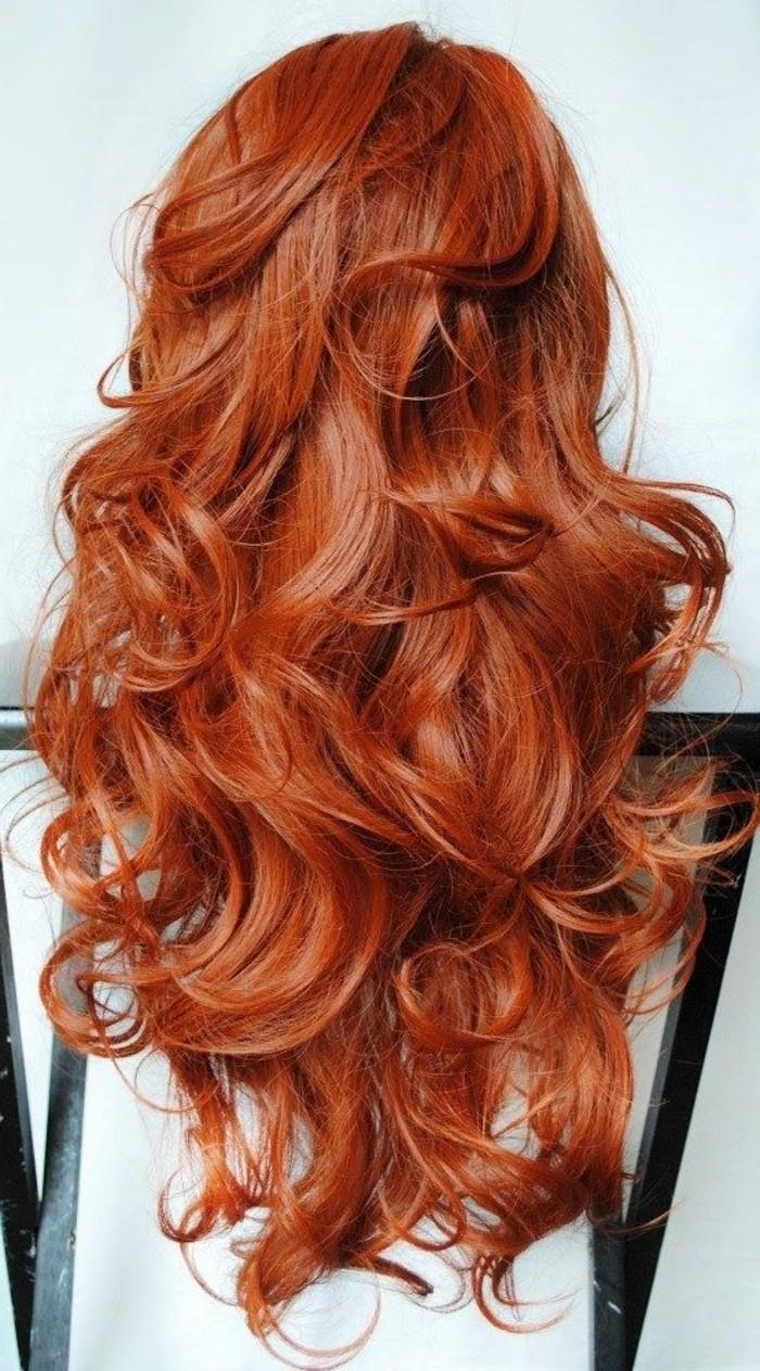 fantastische-lockige-Kupfer-Haare-für-attraktive-Vision