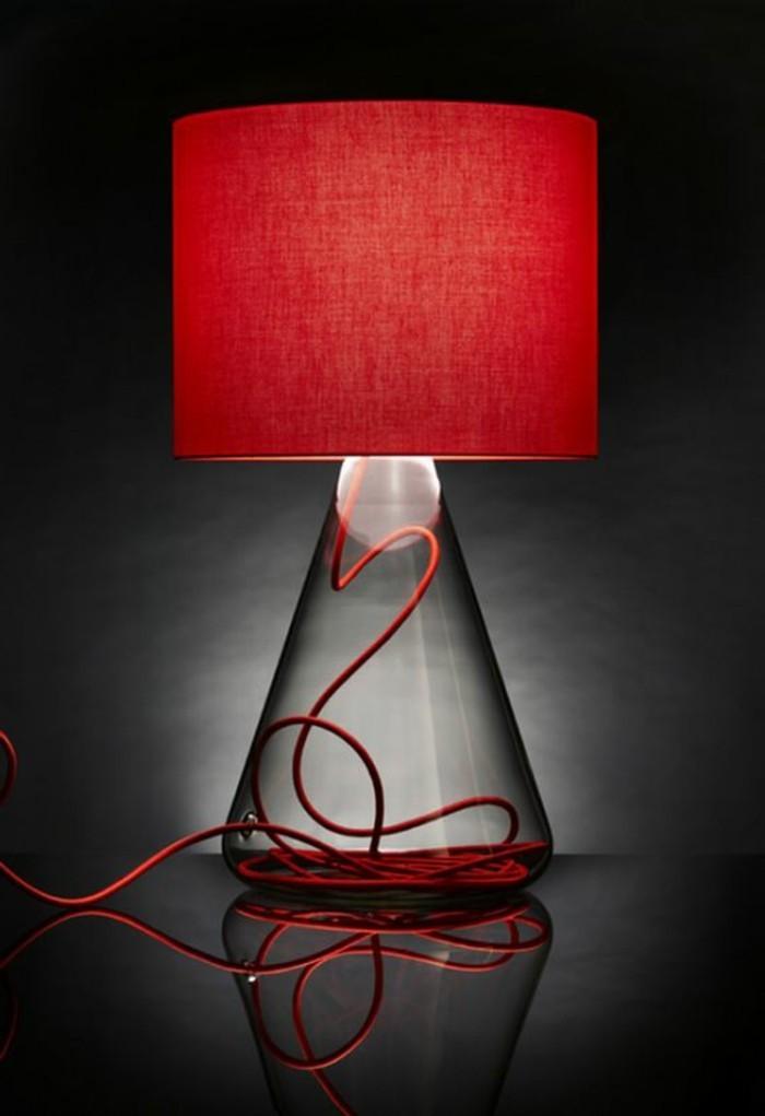 fantastische-rote-Designer-Lampe-mit-durchsichtiger-Basis