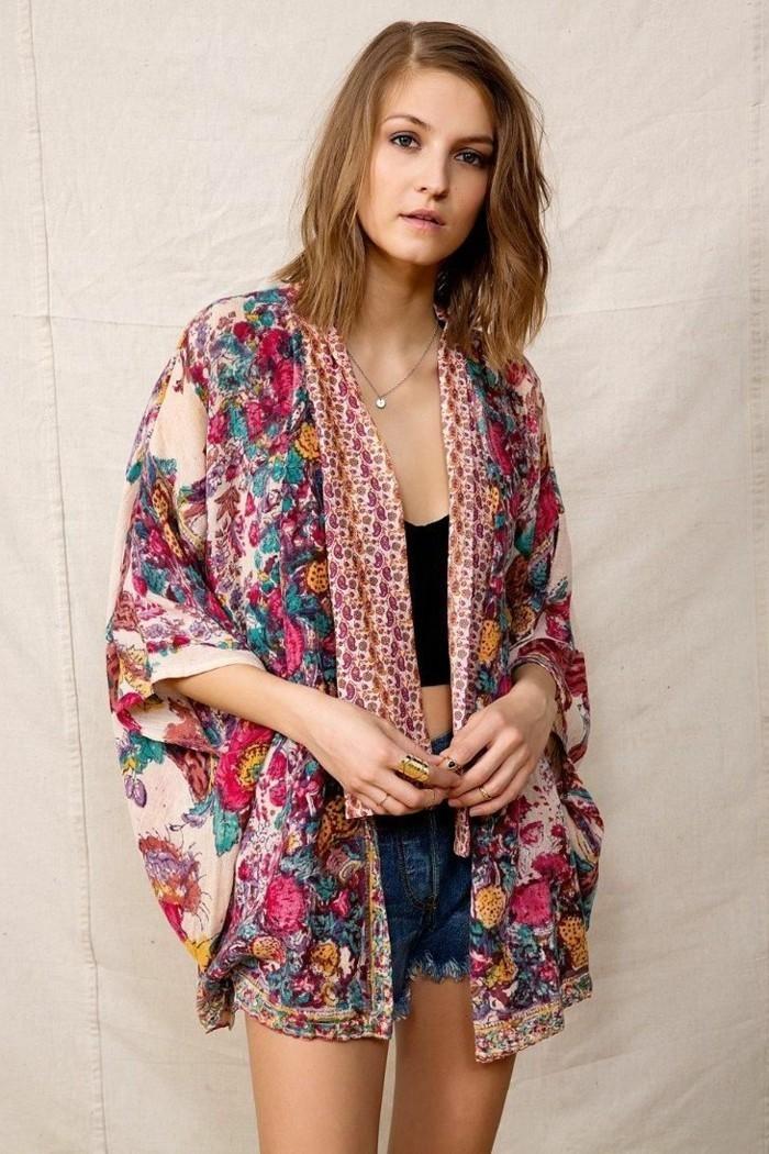 fantastischer-Kimono-mit-buntem-Muster