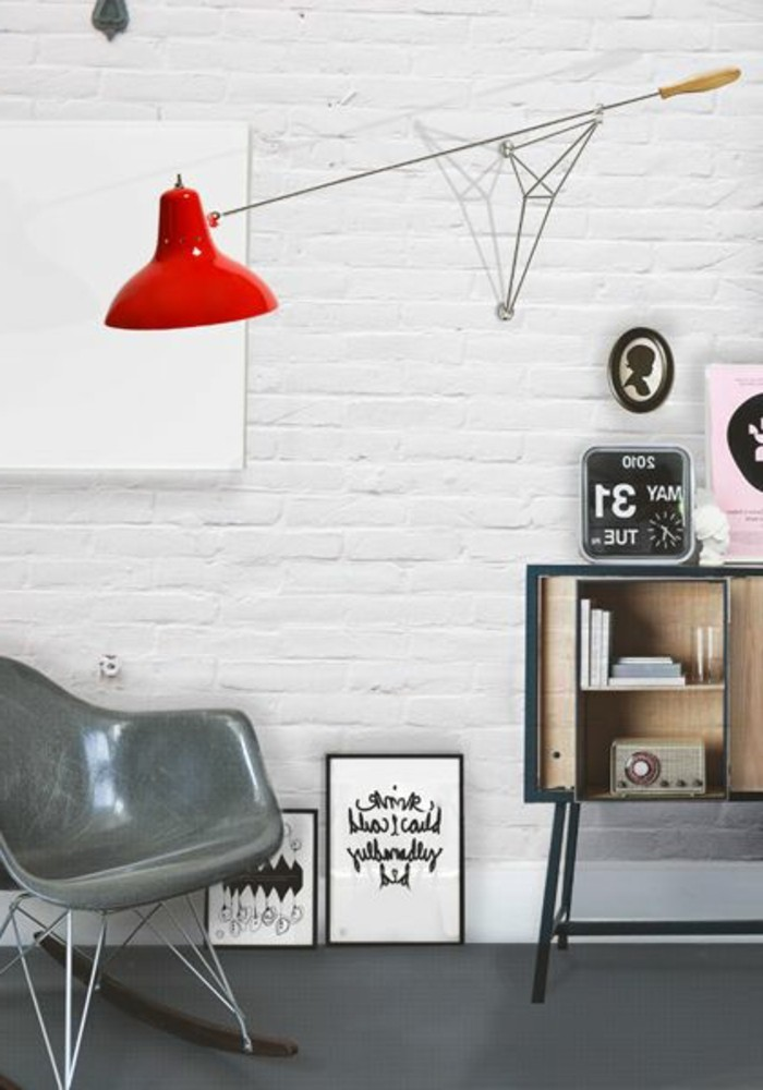 fantastisches-Büro-Interieur-rote-Leuchte-mit-interessantem-Design