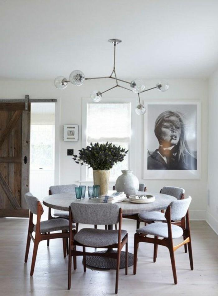 fantastisches-Interieur-vintage-Möbel-retro-Modell-Kronleuchter