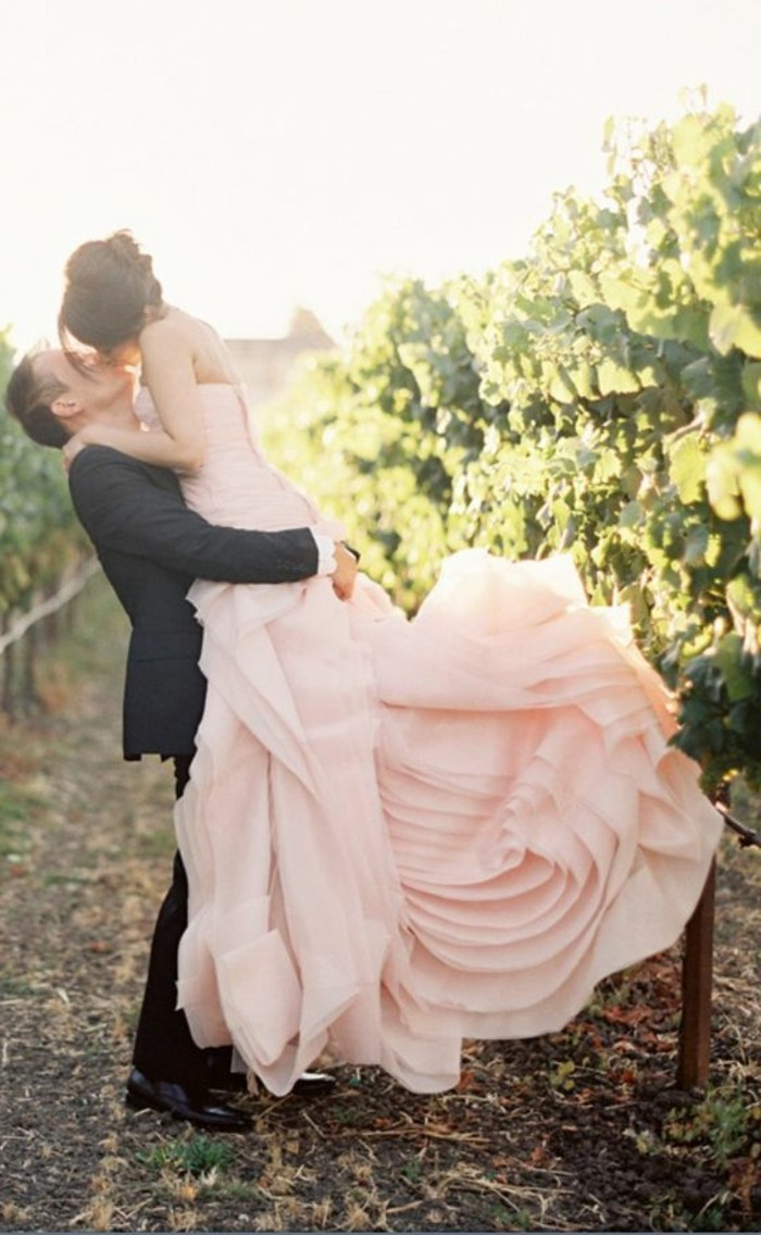 farbige-brautkleider-zart-rosa