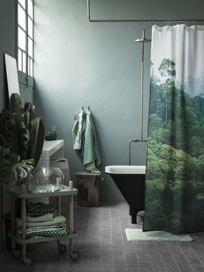 frisches-Badezimmer-Interieur-in-Grün-graue-Bodenfliesen