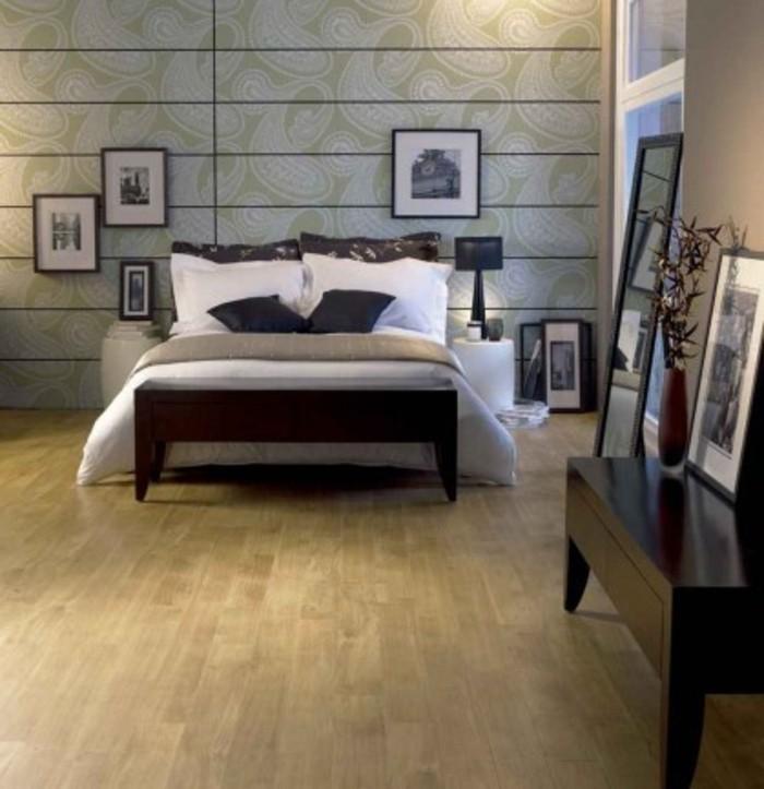 gemütliches-schlafzimmer-mit-einem-bett-moderne-pvc-bodenbeläge