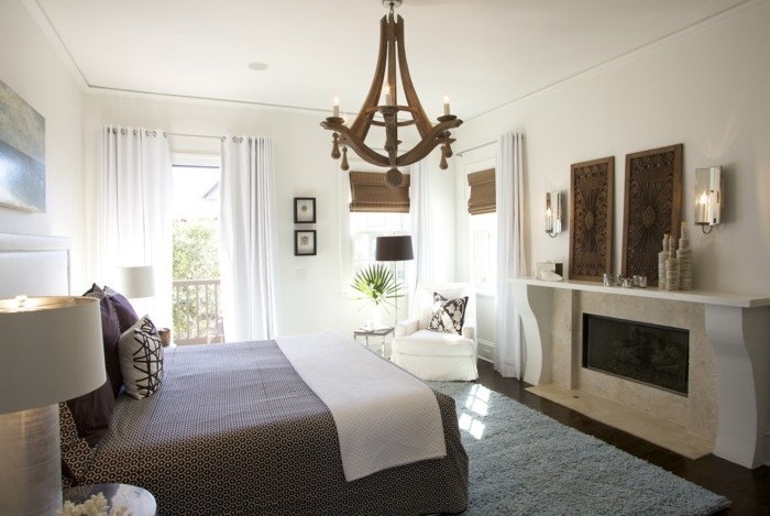 gemütliches-schlafzimmer-mit-einem-einmaligen-kronleuchter