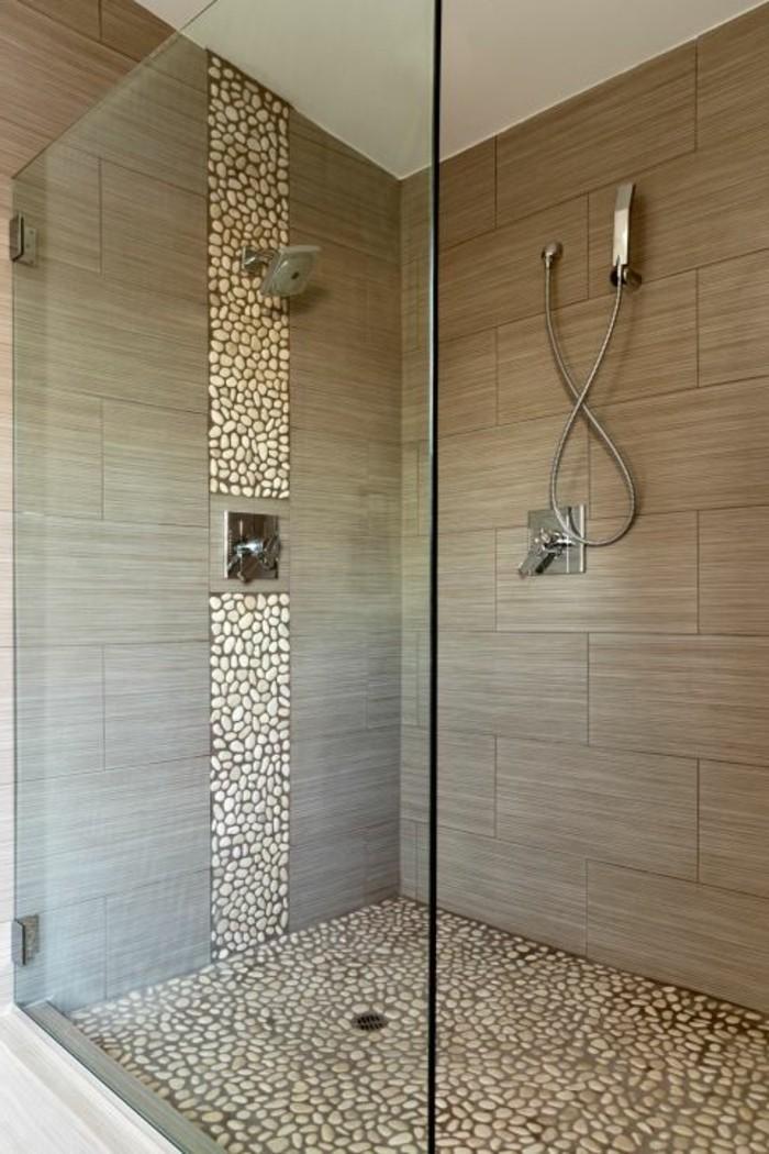 glaswand-dusche-sehr-groß-im-schicken-badezimmer