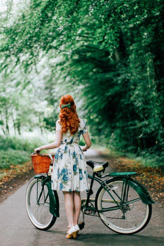 grünes-Fahrrad-in-vintage-Stil