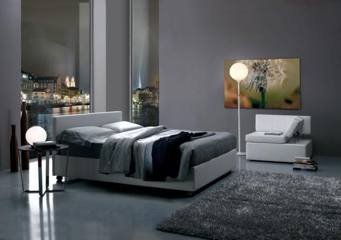 graues-schlafzimmer-mit-einem-tollen-polsterbett-mit-bettkasten