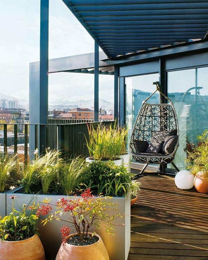 große-gläserne-wände-und-viele-pflanzen-terrassengestaltung-ideen