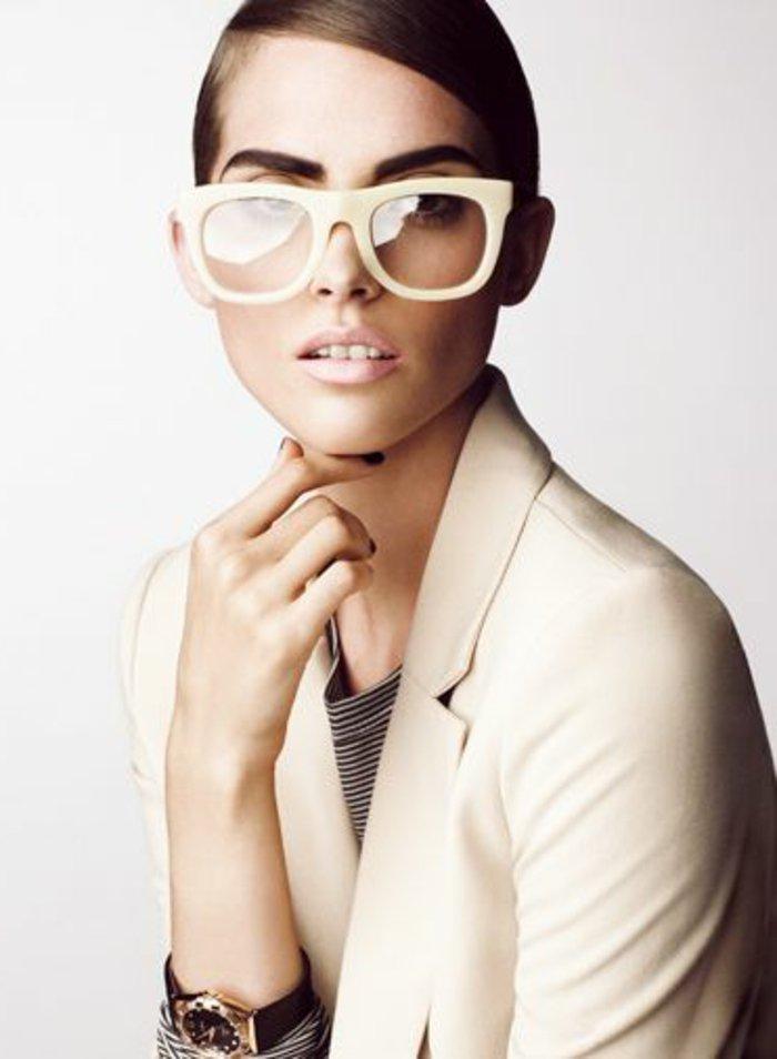 große-retro-Brille-für-Damen-in-Gelb
