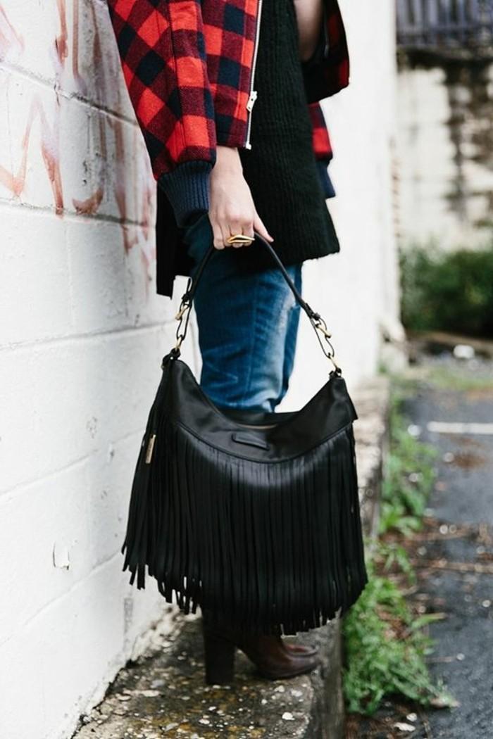 große-schwarze-Tasche-mit-elegantem-Design