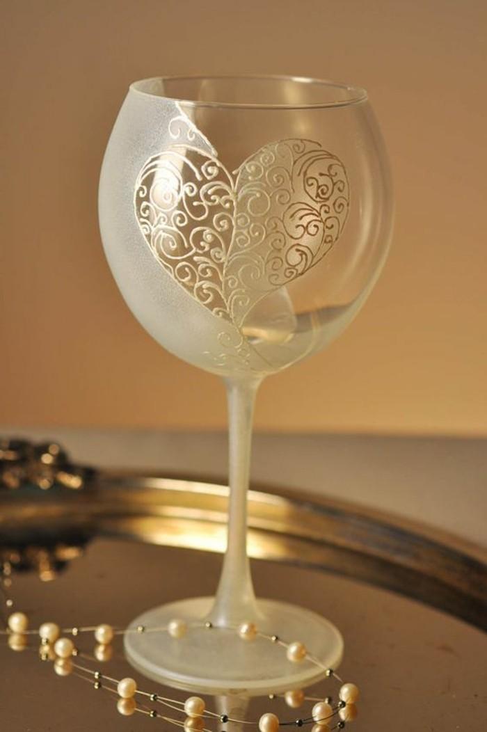handbemaltes-Sektglas-mit-stilvoller-Dekoration