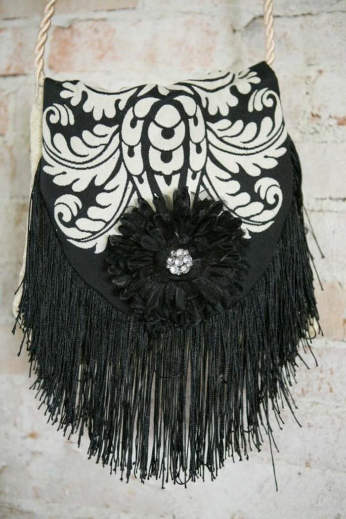 handgemachte-schwarz-weiße-Damentasche-mit-vintage-Dekoration