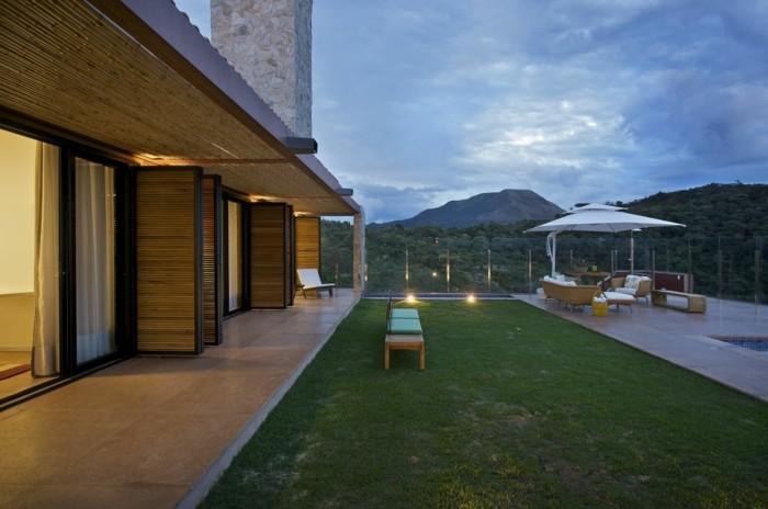 herrliche-umgebung-super-schöne-terrasse-grüner-gras